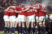 THE LIONS PLAYERS REGROUP AFTER CONCEEDING A TRY TO THE MOARI.NEW ZEALAND MAORI V BRITISH & IRISH LIONS, WAIKATO STADIUM, HAMILTON, SATURDAY 11THTH JUNE 2005.