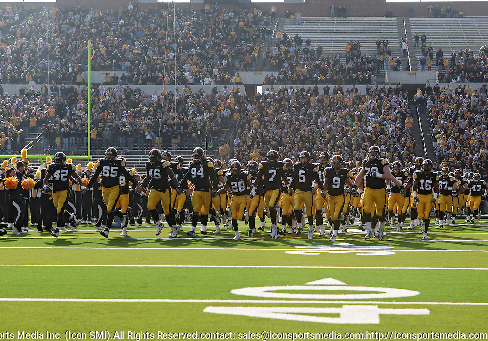November 21, 2009: Iowa takes the field before their 12-0 win over the Minnesota Golden Gophers at Kinnick Stadium in Iowa City, Iowa on November 21, 2009.