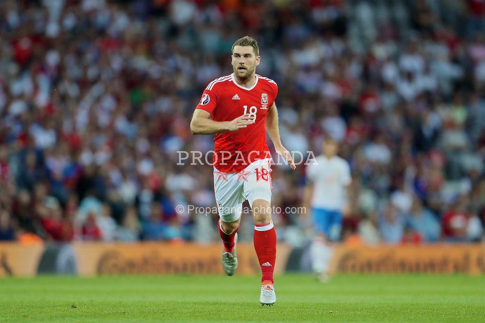 TOULOUSE, FRANCE - Monday, June 20, 2016: Wales' Sam Vokes in action against Russia during the final Group B UEFA Euro 2016 Championship match at Stadium de Toulouse. (Pic by David Rawcliffe/Propaganda)