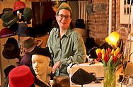 New York. Nolita district.  Kelly Chrystye hats  American designer  Nolita, new trendy area, the queens  of Nolita .  women designers and shops owner.  /   Kelly Chrystye chapeliere  americaine du Middle West, boutique dans  Nolita ; le nouveau quartier à la mode. des femmes  ont lance le quartier -