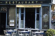France. Paris. 4th district. restaurant chez Julien 1 rue du Pont Louis Philippe 75004.  / Boutique ancienne. restaurant chez Julien 1 rue du Pont Louis Philippe 75004.