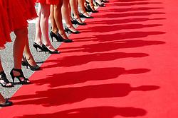 Motorsports / Formula 1: World Championship 2010, GP of Italy, girls, grid girls, Schatten, shadows, Beine,