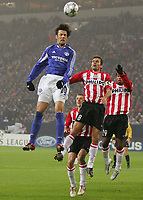 v.l. Mladen Krstajic Schalke, Philip Cocu, Robert<br /> Champions League FC Schalke 04 - PSV Eindhoven<br /> Norway only