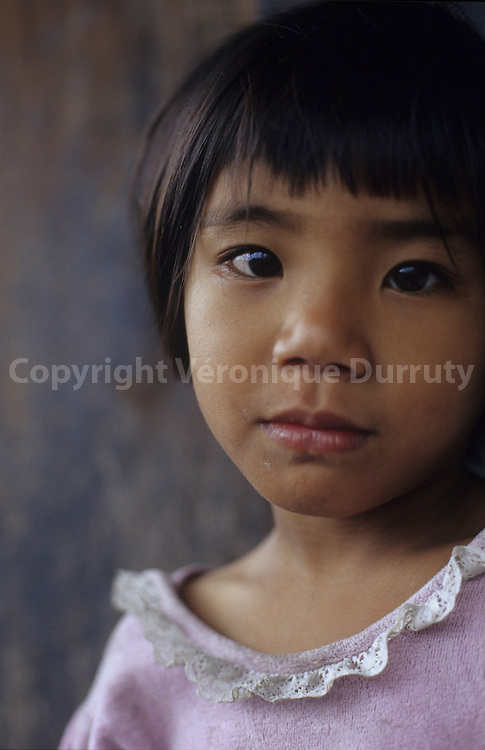 FILIPINA YOUNG GIRL,  LUZON ISLAND, THE PHILIPPINES