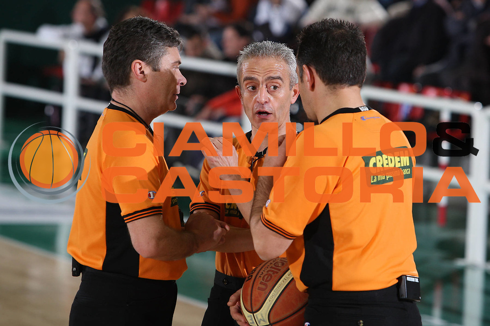 DESCRIZIONE : Avellino Lega A 2009-10 Air Avellino Sigma Coatings Montegranaro<br /> GIOCATORE : Pierluigi D'Este Roberto Chiari Maurizio Biggi<br /> SQUADRA : AIAP<br /> EVENTO : Campionato Lega A 2009-2010<br /> GARA : Air Avellino Sigma Coatings Montegranaro<br /> DATA : 10/01/2010<br /> CATEGORIA : ritratto arbitro referees<br /> SPORT : Pallacanestro<br /> AUTORE : Agenzia Ciamillo-Castoria/E.Castoria<br /> Galleria : Lega Basket A 2009-2010                                                                      <br /> Fotonotizia : Avellino Campionato Italiano Lega A 2009-2010 Air Avellino    Sigma Coatings Montegranaro<br /> Predefinita :