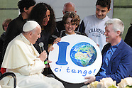 20160424 - Papa Francesco al villaggio della Terra Roma