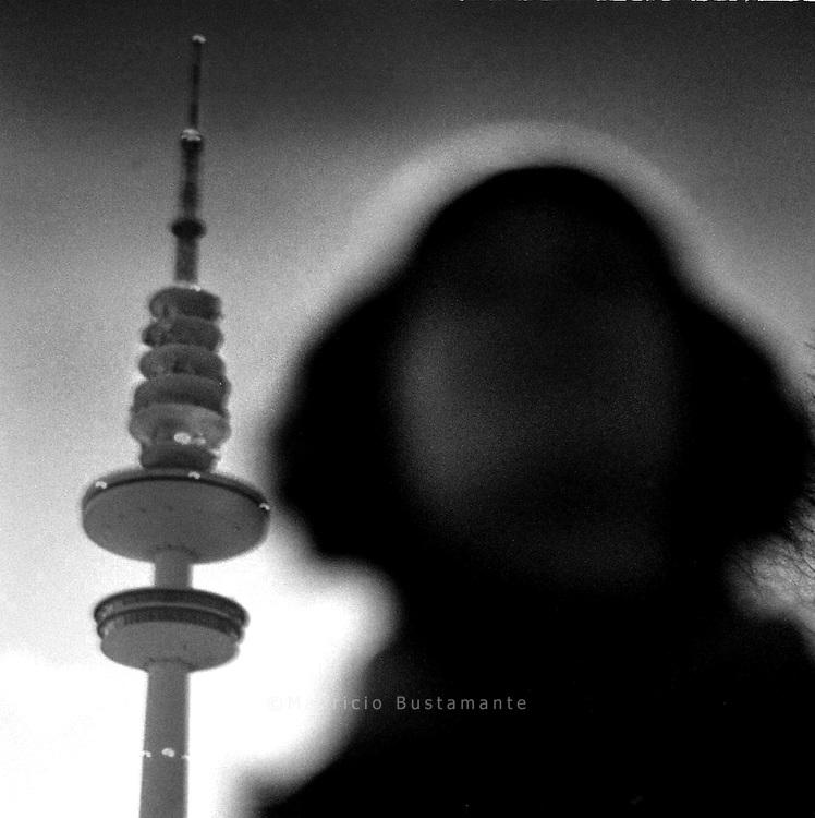 Musik..Um uns. Über uns. In uns..Emotionen. Gedanken.Hinter uns. Vor uns. Nach uns..Erinnerungen. Visionen.Großer Szenarien..Wer kennt das nicht..Das Leben ist ein Film..Du spielst die Hauptrolle..Mittendrin statt nur dabei..Frei.In Hamburg..Die Stadt mit ihren Gesichtern.Und deinen Geschichten..In einem anderen Licht gesehen..Durch den Schleier der Musik..Gewohnheit verfallen lassen..Perspektiven verformt..Innere Horizonte entdecken?.Hansestadt mal anders..p