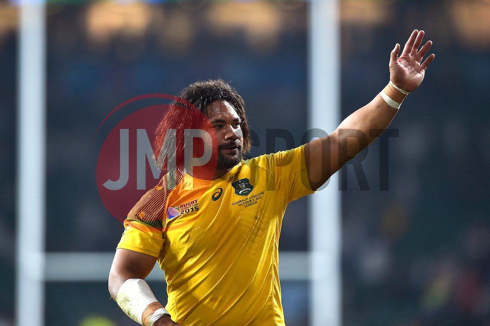 Tatafu Polota-Nau of Australia acknowledges the crowd - Mandatory byline: Patrick Khachfe/JMP - 07966 386802 - 03/10/2015 - RUGBY UNION - Twickenham Stadium - London, England - England v Australia - Rugby World Cup 2015 Pool A.