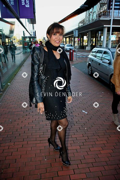 AMSTELVEEN - De rode loper bij de premiere van Purper Helden.  Met op de foto Sandra Reemer. FOTO LEVIN DEN BOER - PERSFOTO.NU