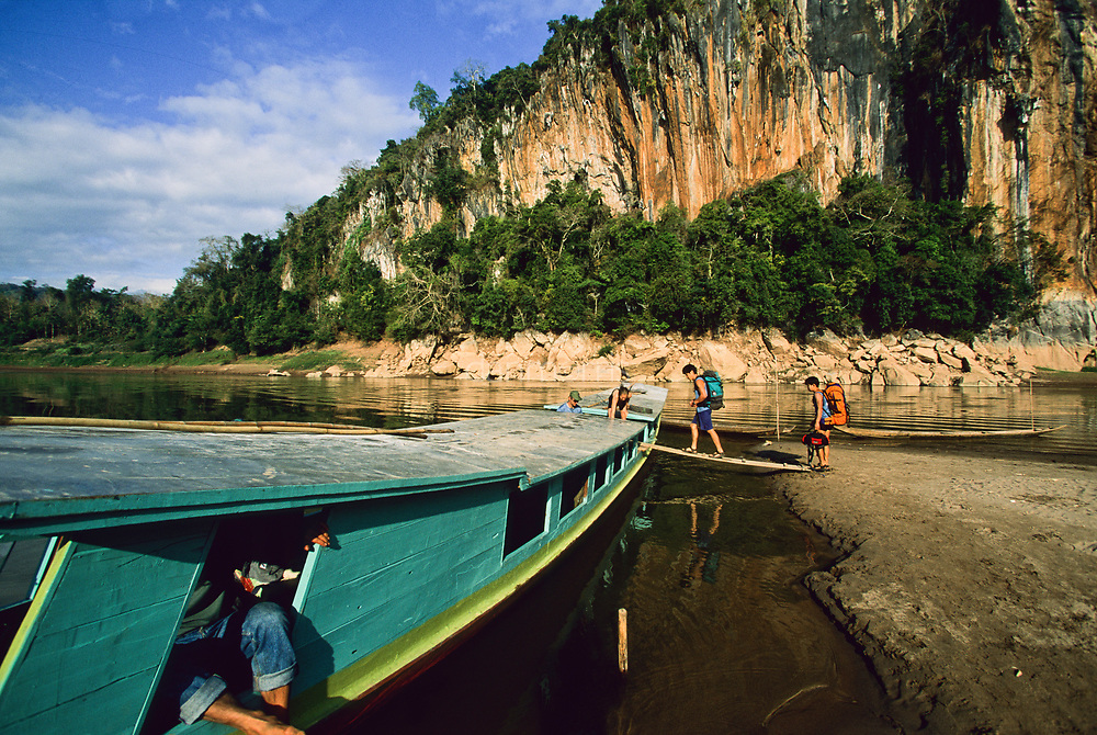 Tourists board slow boat on nam ou river, Ban Pak Ou, Luang Phrabang, Laos