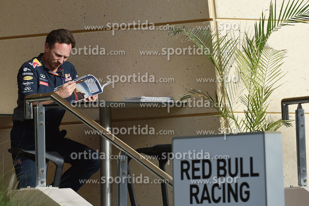 18.04.2015, International Circuit, Sakhir, BHR, FIA, Formel 1, Grand Prix von Bahrain, Qualifying, im Bild Christian Horner (GBR) Red Bull Racing Team Principal // during Qualifying of the FIA Formula One Bahrain Grand Prix at the International Circuit in Sakhir, Bahrain on 2015/04/18. EXPA Pictures &copy; 2015, PhotoCredit: EXPA/ Sutton Images/ Mark<br /> <br /> *****ATTENTION - for AUT, SLO, CRO, SRB, BIH, MAZ only*****