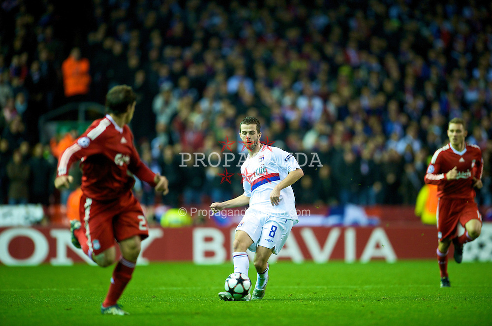LIVERPOOL, ENGLAND - Tuesday, October 20, 2009: Olympique Lyonnais's Miralem Pjanic in action against Liverpool during the UEFA Champions League Group E match at Anfield. (Pic by David Rawcliffe/Propaganda)