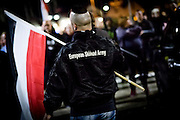 Frankfurt | 07 October 2016<br /> <br /> Am Freitag (07.10.2016) versammelten sich in Wetzlar etwa 80 Neonazis aus dem Umfeld der NPD, von neonazistischen Freien Kameradschaften, dem sog. Freien Netz Hessen und der Identit&auml;ren Bewegung zu einer Demonstration &quot;gegen &Uuml;berfremdung&quot;. Die geplante Demo-Route war von etwa 1600 Anti-Nazi-Aktivisten blockiert, daher wurde den Neonazis eine neue Demoroute durch Altstadt und Innenstadt von Wetzlar vorbei am Wetzlarer Dom zugewiesen. Auch hier stellten sich den Rechten immer wieder Aktivisten in den Weg.<br /> Hier: Neonazi-Aktivist mit einer Fahne in Schwarz-Weiss-Rot und einer Jacke mit dem Aufdruck &quot;European Skinhead Army&quot;.<br /> <br /> photo &copy; peter-juelich.com<br /> <br /> FOTO HONORARPFLICHTIG, Sonderhonorar, bitte anfragen!