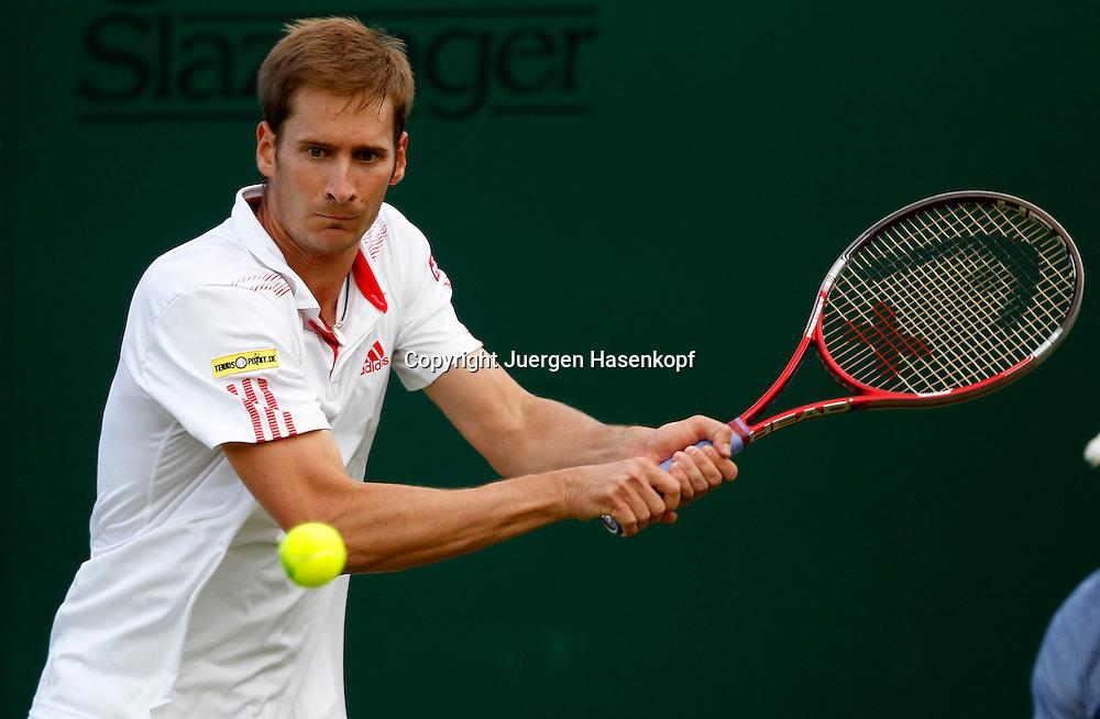 Wimbledon Championships 2012 AELTC,London,.ITF Grand Slam Tennis Tournament,.Florian Mayer (GER), Aktion,,Einzelbild,Halbkoerper,Querformat,
