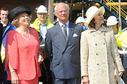 State visit of the Swedish king Carl XVI Gustaf and queen Silvia van Zweden to the Netherlands.<br /> <br /> On the Photo:<br /> <br /> The last day of their vist Queen Beatrix, Quieen Silvia and King Gustaf visit Delfshaven in the North of Holland. <br /> As part of their visit they went to BIO MCN in Delfzijl, where explanation is given  concerning the production and applications of bio-methanol.