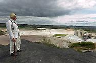 Nederland, Heerlen , 20040419.<br /> Rein Bettink, voormalig mijnwerker. (81), meer dan 35 jaar onder de grond gezeten. (gestorven april 2005)<br /> Hier gefotografeerd op de laast overgebleven steenberg. De steenberg van Brunsummerheide. De steenberg van de Oranje Nassaumijn IV bij de wijk Heksenberg.  Sigrano, haalt hier zilverzand uit de grond.<br /> Hij heeft een eigen museum en een grote voorraad aan spullen in zijn kelder.<br /> De enorme collectie telefoons, mijnfietsen, lampen tot en met een heuse loc compleet met rails is vlak voor zijn overlijden met behulp van de Vrienden van de Rein Bettink stichting in bewaring gesteld bij mijncentrum CarboON, een stichting die de spullen wil uitstallen in het nieuw op te richten mijnmuseum in Heerlen. Dit mijnmuseum was een droom van Bettink, die zich daarvoor jaren heeft ingezet. <br />     <br /> Gerlo Beernink/Hollandse Hoogte