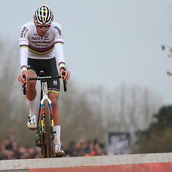24-11-2019: Wielrennen: Wereldbeker Veldrijden: Koksijde: Mathieu van der Poel wint in Koksijde voor Laurens Sweeck en Toon Aerts