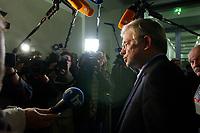 17 DEC 2002, BERLIN/GERMANY:<br /> Roland Koch, CDU, Ministerpraesident Hessen, gibt Journalisten ein Statement, vor Beginn der Sitzung des Vermittlungsausschusses von Bundestag und Bundesrat zu dem Ersten und Zweiten Gesetz fuer moderne Dienstleistungen am Arbeitsmarkt, Bundesrat<br /> IMAGE: 20021217-02-005<br /> KEYWORDS: Journalist, Kamera, camera, Mikrofon, microphone, Ministerpräsident