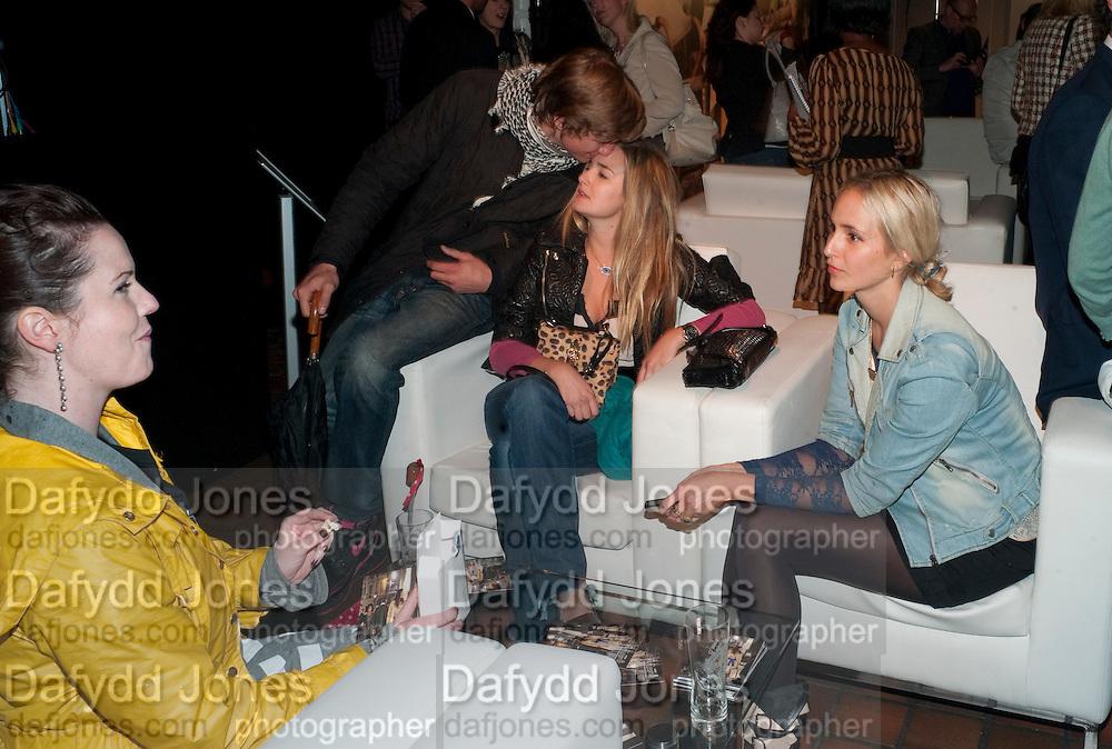 COUNTESS GIADA DOBRZENSKY;  HUGO WILSON; PRINCESS MARIA THURN UND TAXIS; PRINCESS ELIZABETH THURN UND TAX, The launch of the Peroni Nastro Azzurro Accademia del Film Wrap Party Tour. Brick Lane. 25 August 2010. -DO NOT ARCHIVE-© Copyright Photograph by Dafydd Jones. 248 Clapham Rd. London SW9 0PZ. Tel 0207 820 0771. www.dafjones.com.