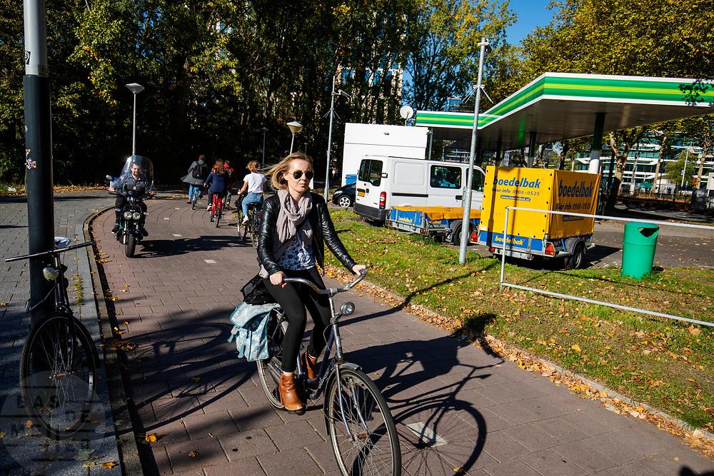 Fietsers in Amsterdam-Zuid.<br /> <br /> Cyclists in Amsterdam-Zuid.