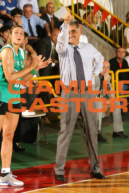 DESCRIZIONE : Schio Lega A1 Femminile 2005-06 Finale Scudetto Gara 5 Famila Schio Acer Priolo <br />GIOCATORE : Coppa<br />SQUADRA : Acer Priolo<br />EVENTO : Campionato Lega A1 Femminile Finale Scudetto Gara 5 2005-2006 <br />GARA : Famila Schio Acer Priolo <br />DATA : 17/05/2006 <br />CATEGORIA : <br />SPORT : Pallacanestro <br />AUTORE : Agenzia Ciamillo-Castoria/G.Ciamillo