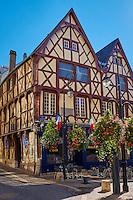 France, Cher (18), Bourges, centre historique, Maison natale de Jacques Coeur, maisons à pans de bois, rue des armuriers // France, Cher (18), Bourges, center, Jacques Coeur's house, half timbered houses, rue des armuriers