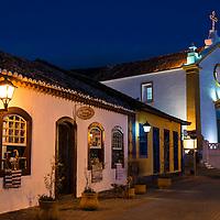 Centro Cultural Casa Açoriana Artes Tramóias Ilhoa, ao fundo a Igreja Nossa Senhora das Necessidades, Santo Antonio de Lisboa, Florianópolis, Santa Catarina, foto de Ze Paiva - Vista Imagens