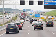 Autoverkeer rijdt over de snelweg tussen Rotterdam en Barendrecht.<br /> <br /> Traffic at the highway between Rotterdam and Barendrecht