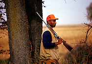 UNDATED:  Athlete Bo Jackson is pictured hunting for pheasant in an Illinois field.  (Photo by Ron Vesely)