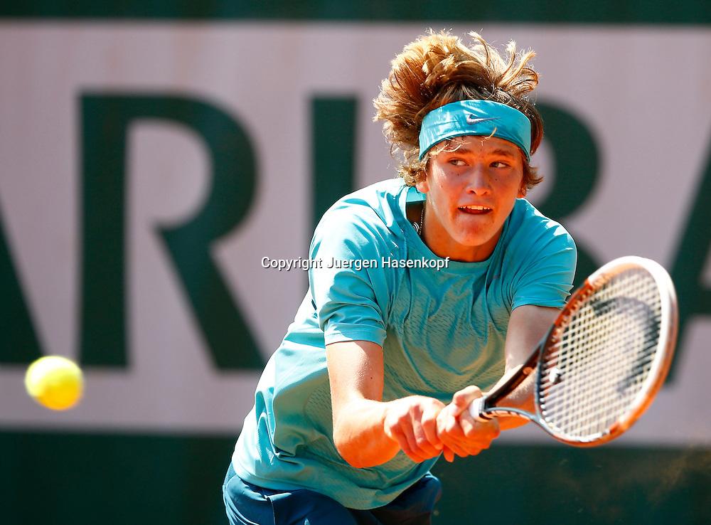French Open 2013, Roland Garros,Paris,ITF Grand Slam Tennis Tournament, Junioren Wettbewerb,<br /> Alexander Zverev (GER),Aktion,Einzelbild,<br /> Halbkoerper,Querformat,