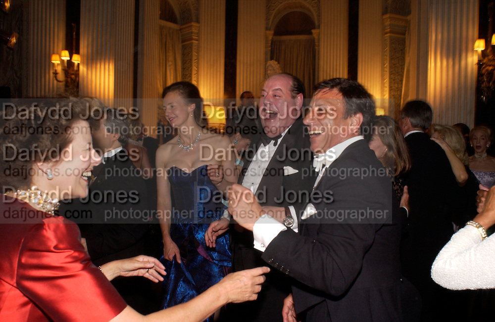 Rocco Forte and hon Nicholas Soames, Ball at Blenheim Palace in aid of the Red Cross, Woodstock, 26 June 2004. SUPPLIED FOR ONE-TIME USE ONLY-DO NOT ARCHIVE. © Copyright Photograph by Dafydd Jones 66 Stockwell Park Rd. London SW9 0DA Tel 020 7733 0108 www.dafjones.com