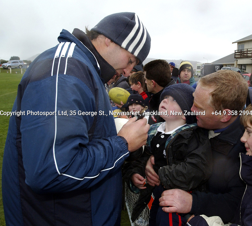 Simon Maling signs autographs for fans during an All Black Training, 07 June 2004 in Dunedin, prior to the Test match against England on Saturday.<br />