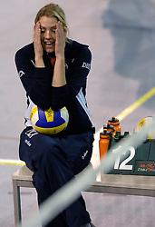 01-04-2007 VOLLEYBAL: DELA VOLLEYBALDAG: EINDHOVEN<br /> In de Eindhovense Indoor Sportcentrum beleefde de medewerkers van hoofdsponsor DELA een clinic en volleybaldag met het Nederlandse damesvolleybalteam / Debby Stam<br /> ©2007-WWW.FOTOHOOGENDOORN.NL