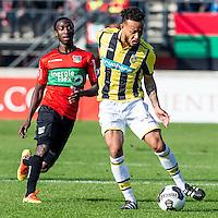 NIJMEGEN - NEC - Vitesse , Voetbal , Eredivisie , Seizoen 2016/2017 , Stadion de Goffert , 23-10-2016 , NEC Nijmegen speler Janio Bikel (l) in duel met Vitesse speler Lewis Baker (r)