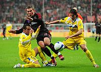 Fotball<br /> Tyskland<br /> Foto: Witters/Digitalsport<br /> NORWAY ONLY<br /> <br /> 03.04.2008<br /> <br /> v.l. Mario, Lukas Podolski Bayern, David Cortes<br /> <br /> UEFA-Cup Viertelfinale FC Bayern München - FC Getafe