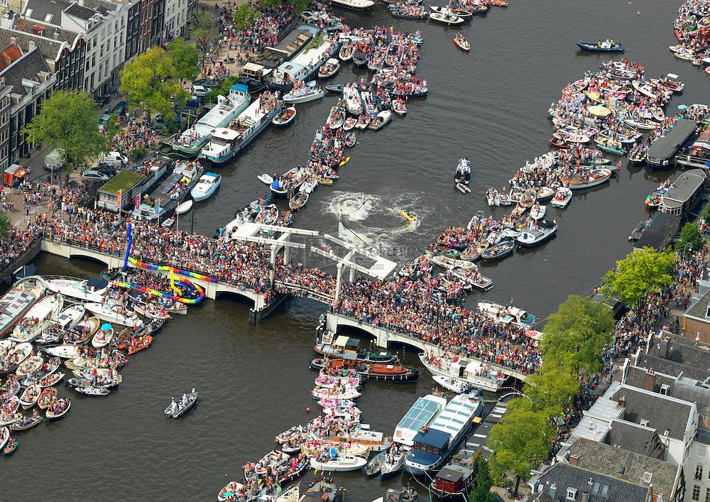 canal parade tijdens de gay pride in Amsterdam