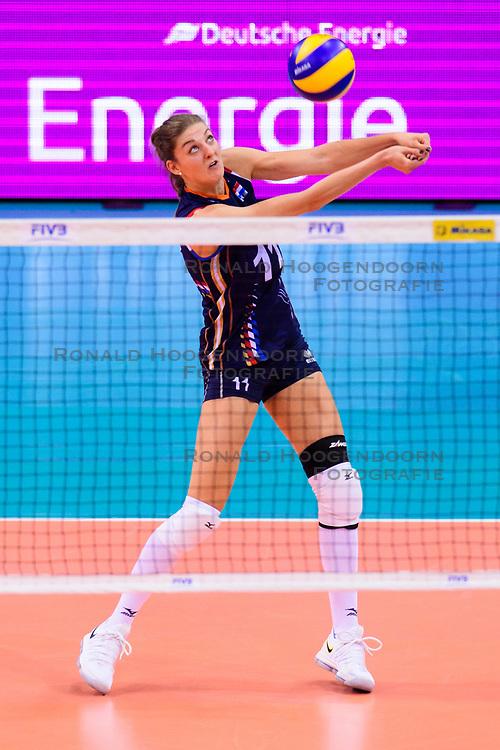 12.06.2018, Porsche Arena, Stuttgart<br /> Volleyball, Volleyball Nations League, Türkei / Tuerkei vs. Niederlande<br /> <br /> Annahme Anne Buijs (#11 NED)<br /> <br /> Foto: Conny Kurth / www.kurth-media.de