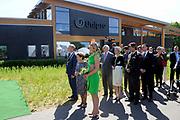 """Koningin Maxima opent """"groene"""" fabriek van Unipro in Haaksbergen. Unipro is producent en leverancier van vloersystemen.Met de bouw van de nieuwe fabriek zijn duurzaamheid en moderne productiemethoden gecombineerd.<br /> <br /> Queen Maxima opens """"green"""" factory Unipro Haaksbergen. Unipro is a producer and supplier of vloersystemen.Met the construction of the new plant, sustainability and modern production methods combined.<br /> <br /> Op de foto / On the photo:  Koningin Maxima tijdens de openingshandeling / Queen Maxima during the opening act"""