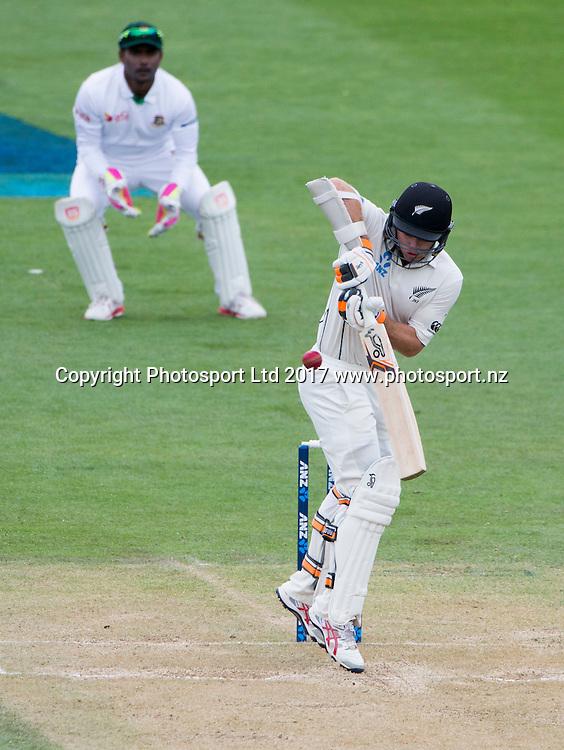 New Zealand's Tom Latham. New Zealand Blackcaps v Bangladesh, ANZ International Cricket, Day 3 of the 1st test, Basin Reserve, Wellington, New Zealand. Saturday, 14 January, 2017. Copyright photo: John Cowpland / www.photosport.nz