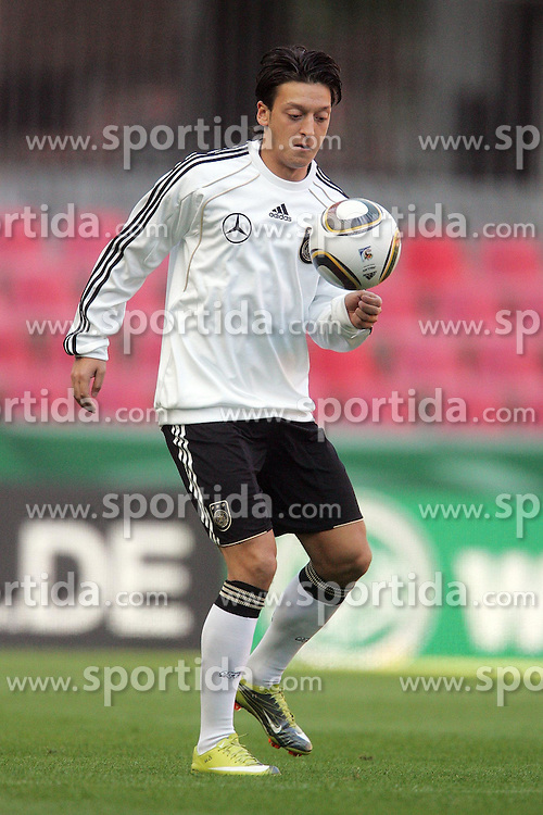 06.09.2010,  Rhein Energie Stadion, Koeln, GER, EM-Qualifikation, Training Nationalmannschaft Deutschland, im Bild: Mesut Oezil (Deutschland #8, Madrid)   EXPA Pictures © 2010, PhotoCredit: EXPA/ nph/  Mueller+++++ ATTENTION - OUT OF GER +++++ / SPORTIDA PHOTO AGENCY
