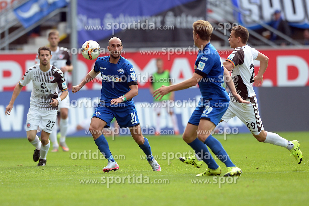 26.09.2015, Benteler Arena, Paderborn, GER, 2. FBL, SC Paderborn 07 vs FC St. Pauli, 9. Runde, im Bild Kampf um den Ball zwischen Daniel Brueckner (SC Paderborn 07) (M), Idir Quali (SC Paderborn 07) (L), Hauke Wahl (SC Paderborn 07) und Sebastian Maier (FC St. Pauli) (R) // during the 2nd German Bundesliga 9th round match between SC Paderborn 07 and FC St. Pauli at the Benteler Arena in Paderborn, Germany on 2015/09/26. EXPA Pictures &copy; 2015, PhotoCredit: EXPA/ Eibner-Pressefoto/ Sippel<br /> <br /> *****ATTENTION - OUT of GER*****