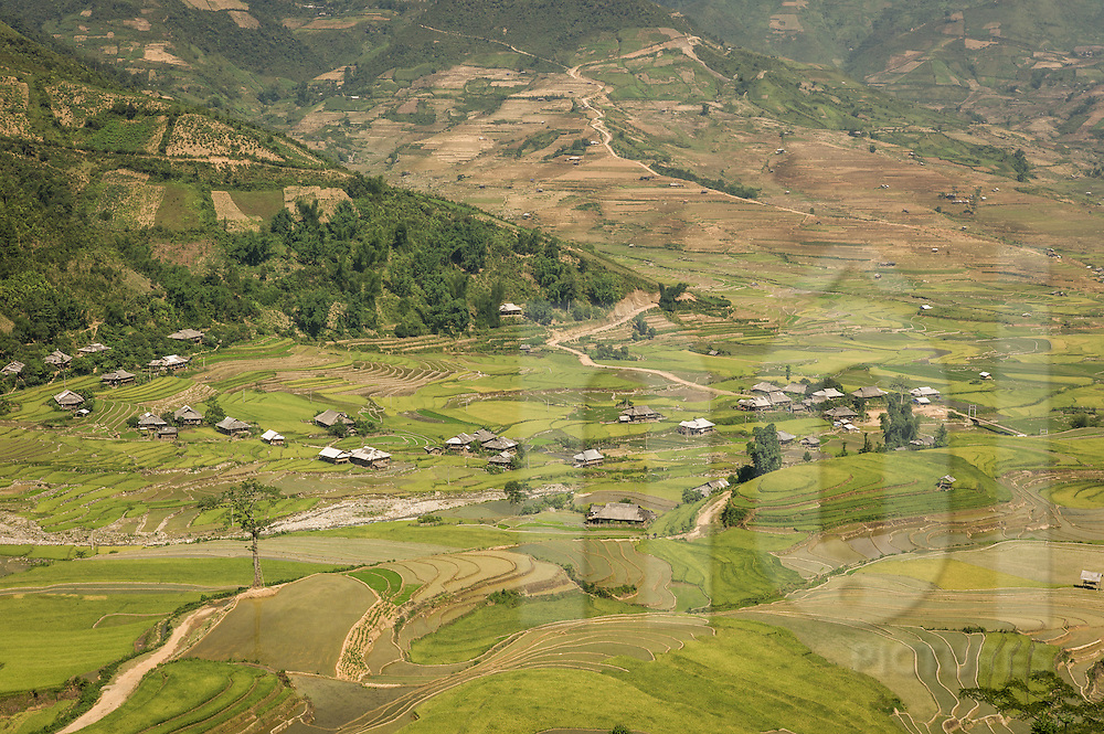 Small valley village between Nghia Lo and Mu Cang Chai, Yen Bai Province, Northern Vietnam, Southeast Asia