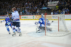 04.01.2015, Helios Arena, Schwenningen, GER, DEL, Schwenninger Wild Wings vs Iserlohn Roosters, 35. Runde, im Bild (v.l.n.r.) York Mike (Iserlohn Roosters) Dimitri Paetzold (Torhueter/Goalie Schwenninger Wild Wings) ist geschlagen // during Germans DEL Icehockey League 35th round match between Schwenninger Wild Wings and Iserlohn Roosters at the Helios Arena in Schwenningen, Germany on 2015/01/04. EXPA Pictures © 2015, PhotoCredit: EXPA/ Eibner-Pressefoto/ Laegler<br /> <br /> *****ATTENTION - OUT of GER*****