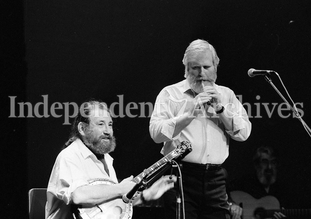 The Dubliners in Concert in the Olympia Theatre, Barney McKenna and John Sheahan, Dublin, circa August 1992 (Part of the Independent Newspapers Ireland/NLI Collection).