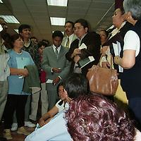 """Ecatepec, Mex.- El diputado local, Roberto Riovalle, junto con aproximadamente 100 personas de la organización Encuentro Cuidadano, se presentó en la presidencia  municipal para solicitar una audiencia con el alcalde, José Luis Gutiérrez Cureño, para solicitarle obras y servicios, al tiempo que negó que su presencia sea """"una manifestación de protesta, de apoyo ni de cortesía"""". Agencia MVT / Jose Israel Nuñez. (DIGITAL)<br /> <br /> <br /> <br /> <br /> <br /> <br /> <br /> NO ARCHIVAR - NO ARCHIVE"""