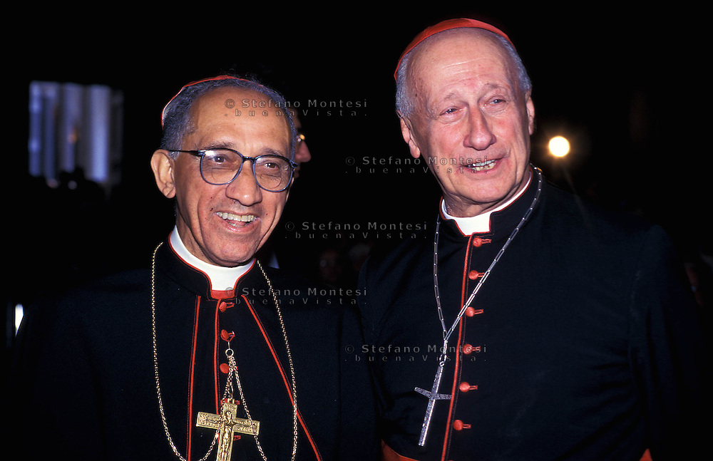 Lucas Moreira Neves (São João del Rei, 16 settembre 1925 - Roma, 8 settembre 2002) è stato un cardinale, arcivescovo cattolico e teologo brasiliano, Roger Marie Elie Etchegaray (Espelette, 25 settembre 1922) è un cardinale e arcivescovo cattolico francese. Diplomatico della Santa Sede, è presidente emerito del Pontificio Consiglio della Giustizia e della Pace e sotto decano del Collegio Cardinalizio..Lucas Moreira Neves O.P. (16 September 1925 - 8 September 2002) was a Brazilian Cardinal Bishop and Prefect of the Congregation for Bishops, Roger Marie Élie Etchegaray (French born in Espelette/Ezpeleta, Pyrénées-Atlantiques, 25 September 1922) is a French Cardinal of the Roman Catholic Church