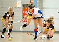 UTRECHT - Hoofdklasse Zaalhockey: Maaike Stockel van SCHC wordt gestopt door Merel de Blaey (r)  van Den Bosch  tijdens de wedstrijd tussen de vrouwen van Den Bosch en SCHC.  FOTO KOEN SUYK