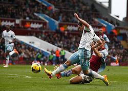 West Ham United's Matthew Jarvis shoots at goal - Photo mandatory by-line: Matt Bunn/JMP - Tel: Mobile: 07966 386802 08/02/2014 - SPORT - FOOTBALL - Birmingham - Villa Park - Aston Villa v West Ham United - Barclays Premier League