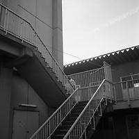 1200 Refugies de la ville de Futaba  situee dans le perimetre interdit et radioactif a moins de vingt kilometres de la centrale nucleaire de Fukushima dai Ichi sont a Kazo dans un internat dans la region de Saitama.beaucoup ont tout perdu apres les expropriations et sont contraints de vivre de l'aide humanitaire.Ici une femme a recupere son linge.