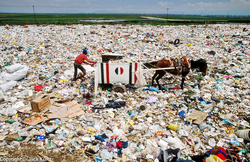 CIUDAD NEZAHUALCOYOTL, DF, MEXICO: A man sorts through garbage at the Ciudad Nezahualcoyotl dump on the edge of Mexico City. Hundreds of people live in the dump and make a living by scavenging through the refuse brought to the dump by Mexico City's garbage trucks.  .PHOTO ©  JACK KURTZ   POVERTY  HOMELESS  ECONOMY   SOCIAL ISSUES   LABOUR